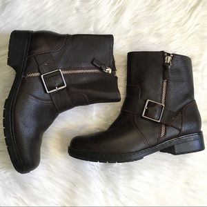 Clark's brown leather zip up ankle boots size 7